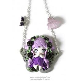 Collier avec pendentif personnage Fée papillon Tons violets