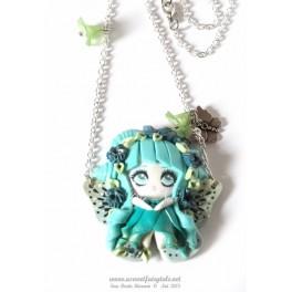 Collier avec pendentif personnage Fée papillon Tons turquoise
