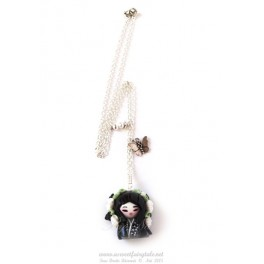 Collier avec pendentif personnage kokeshi  en pate polymère fait main