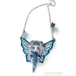 Sur demande réalisation d'un Sautoir ou collier avec pendentif personnage Fée papillon en pate polymère