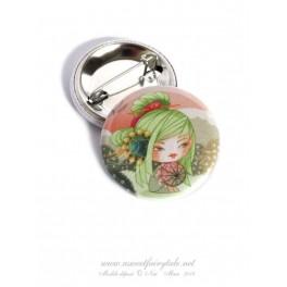 Badge en métal illustré d'une petite Kokeshi libellule