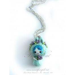 Collier avec pendentif poupée lapin kawaii pet Tons bleu en pate polymère fait main