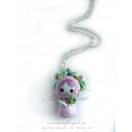 Collier avec pendentif poupée chat kawaii pet Tons rose en pate polymère fait main